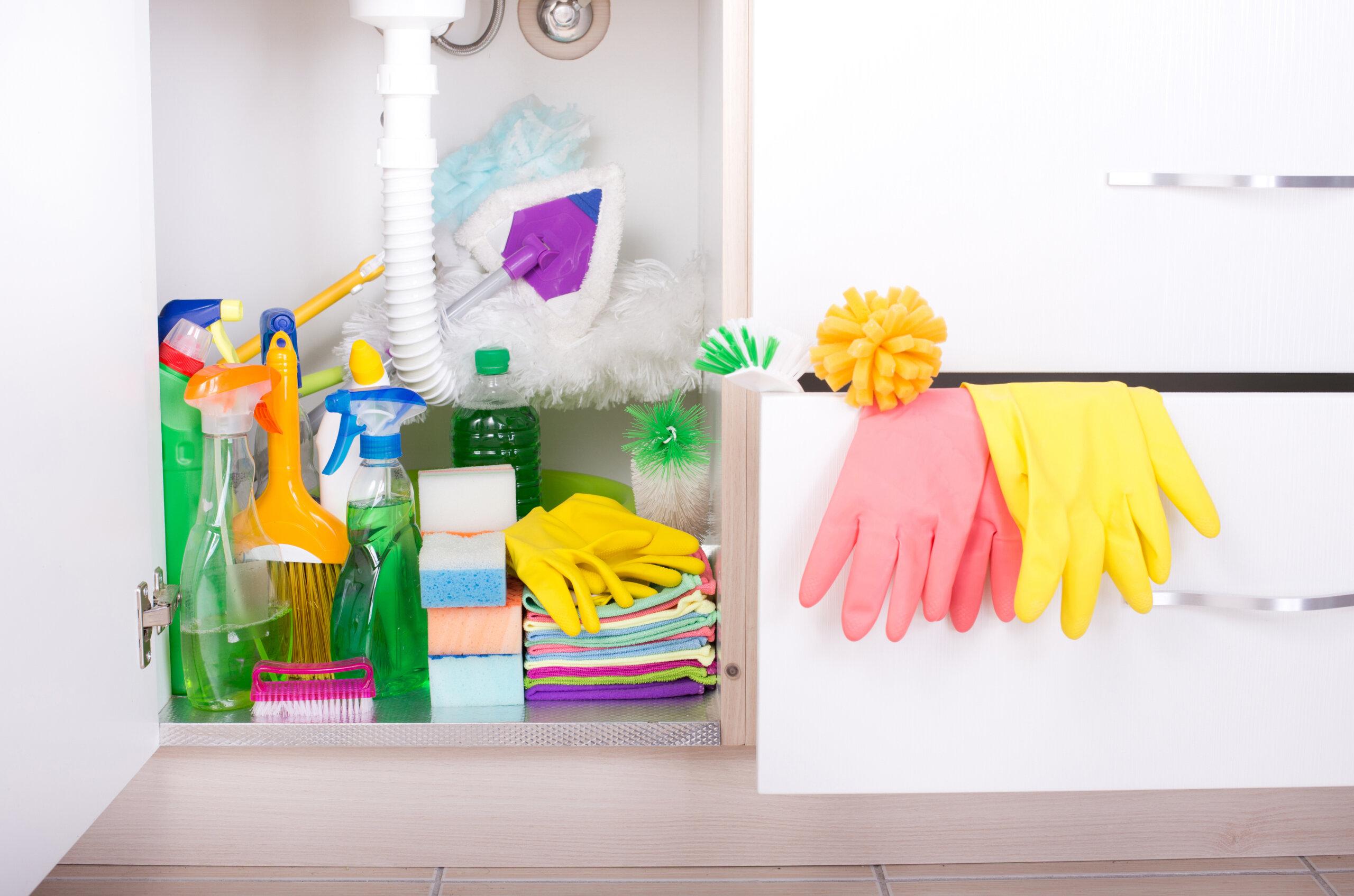 Estante de produtos de limpeza